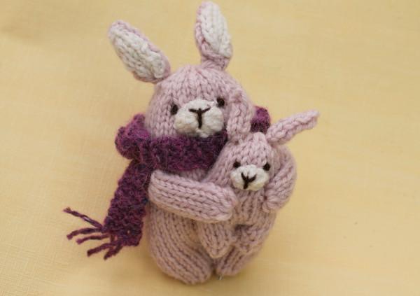 Ysachi knitting